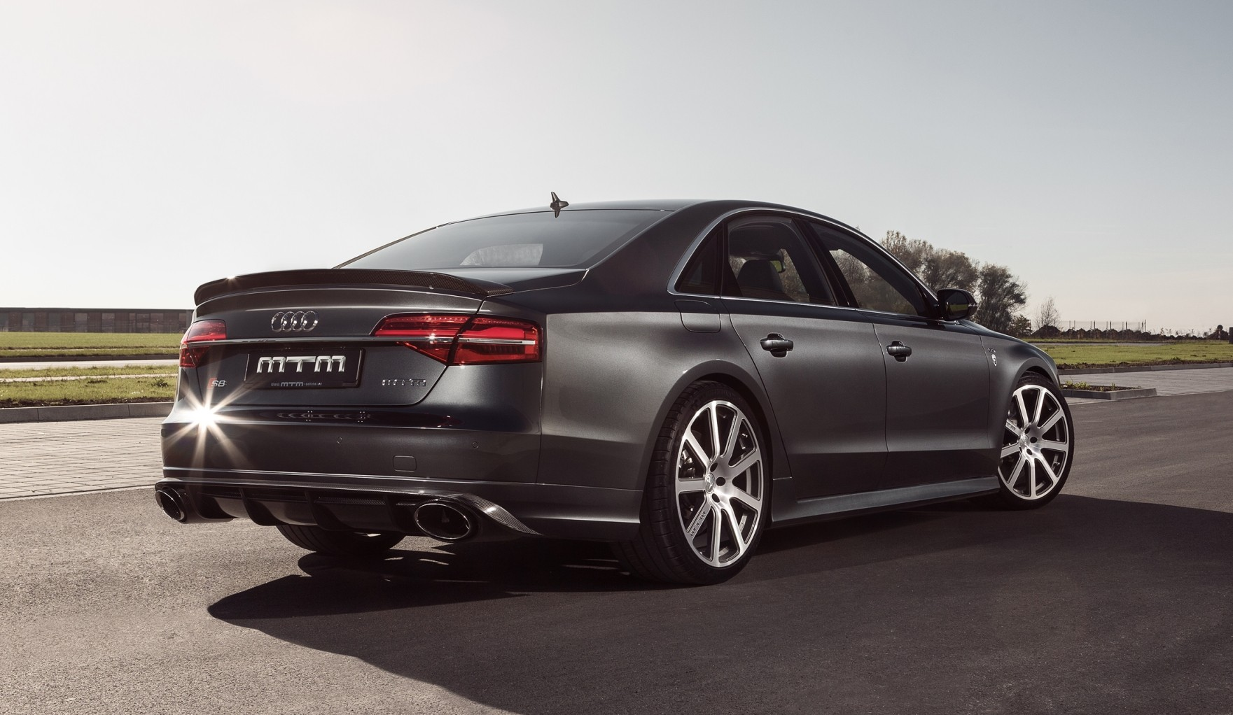 background - Audi S8 Plus – auto stvořené pro Autobahn