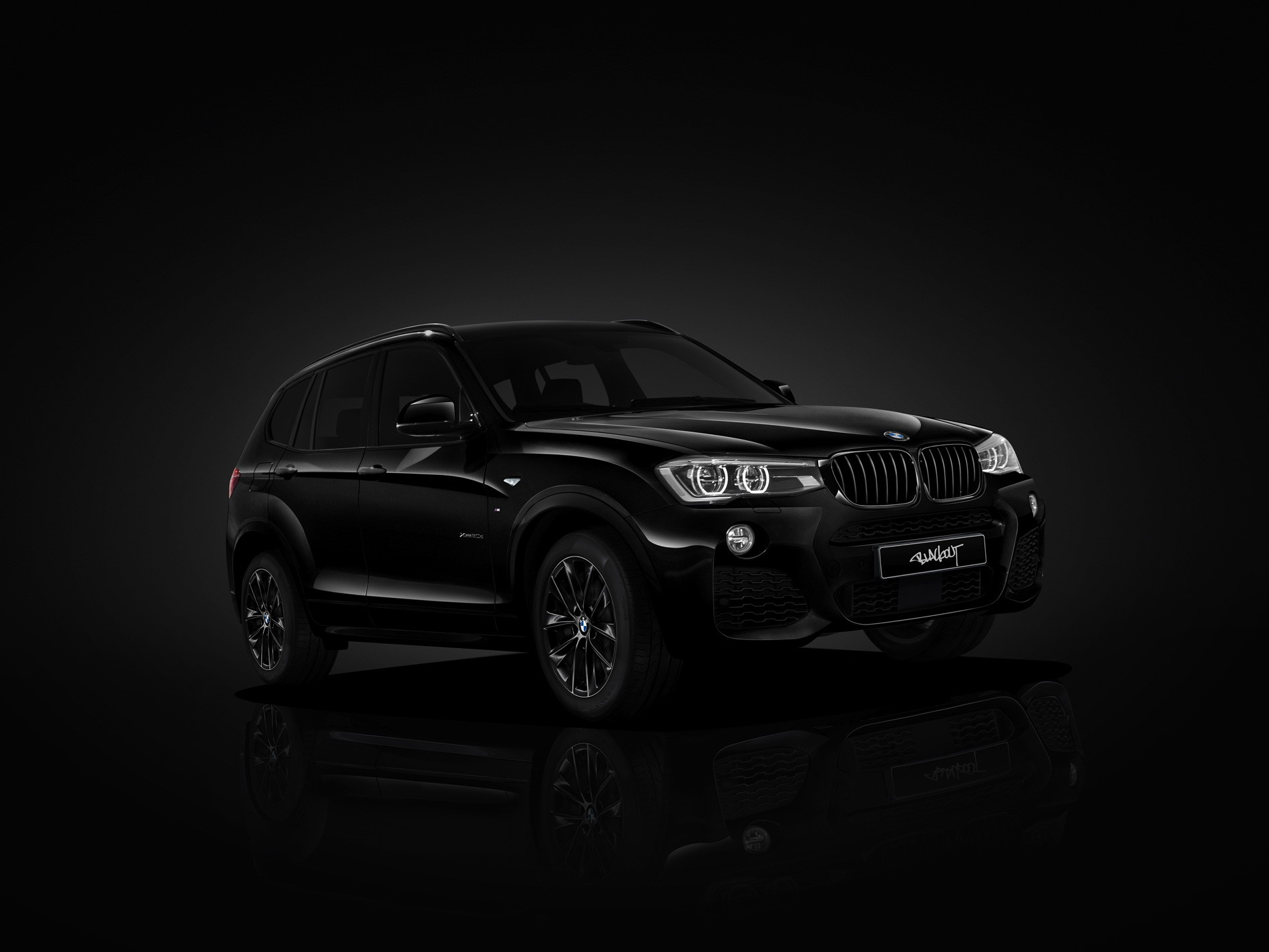 background - BMW X3 Blackout Edition v Japonsku!
