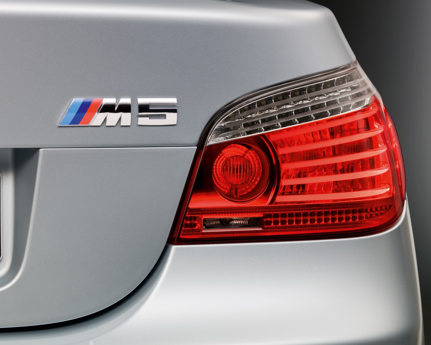 background - Bude návrat legendárnej M5 Touring?