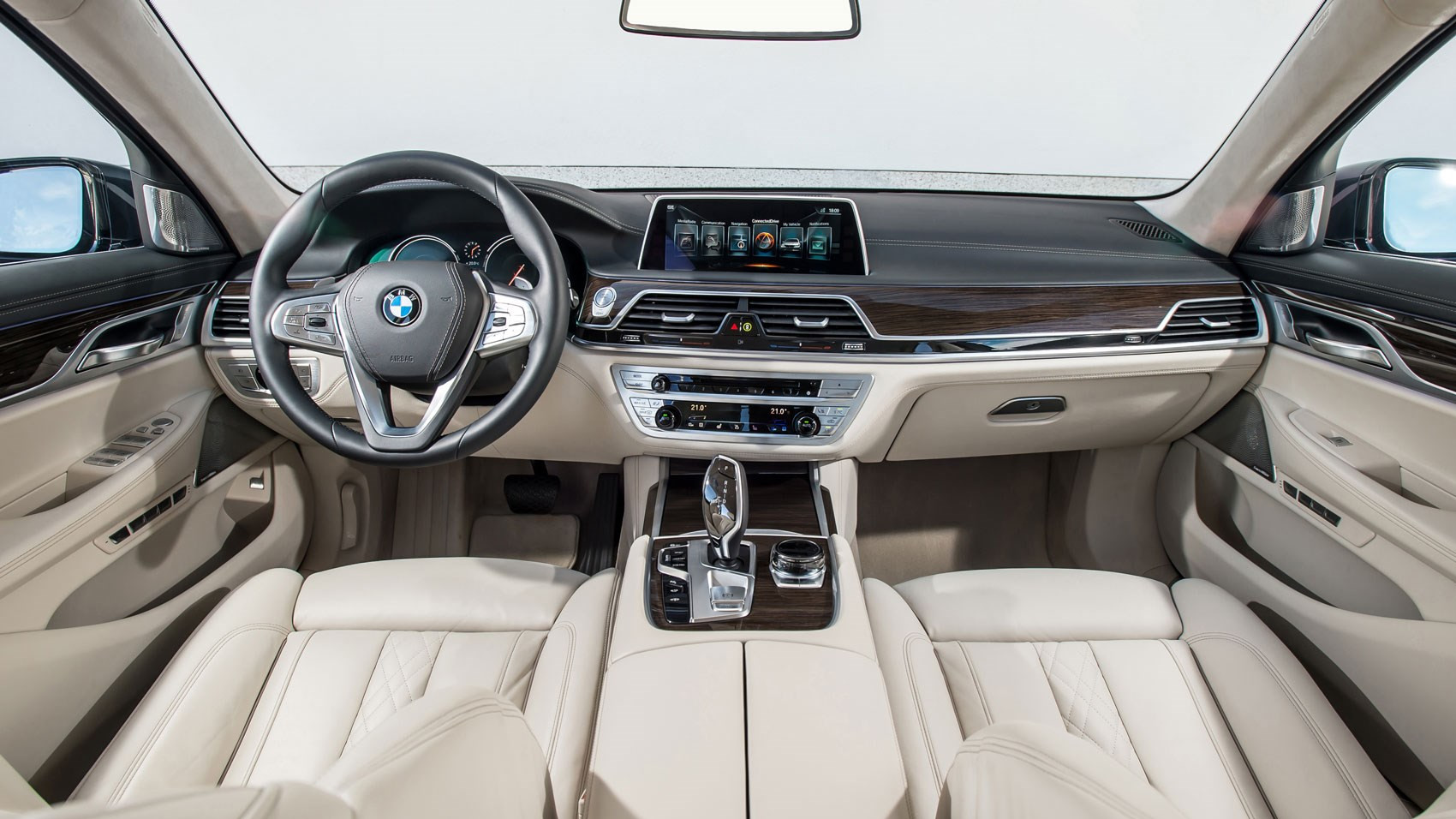 background - Ohnivé BMW 750i: nevkusné?