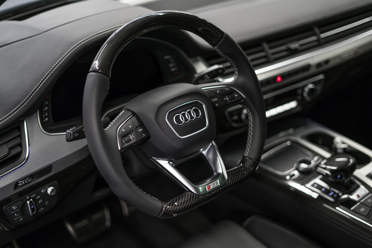 background - Audi SQ7 - Ve dvou se to lépe táhne