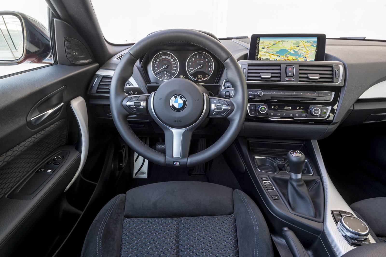 BMW M140i interiér