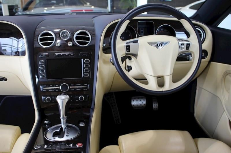 Ronaldovo Bentley Continental GT Speed interiér