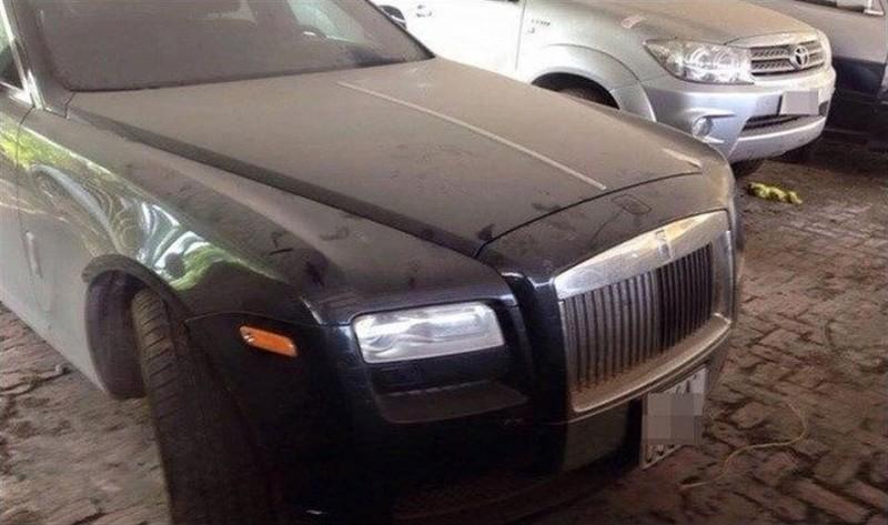 Zaprášený Rolls-Royce